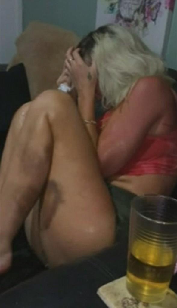 YOUTUBE Berenger Rose, marito la picchia: posta video lividi