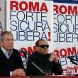 """Berlusconi con gli occhiali da sole: """"Sono come Batman"""" FOTO3"""
