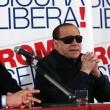 """Berlusconi con gli occhiali da sole: """"Sono come Batman"""" FOTO7"""