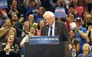 YouTube, Bernie Sanders: uccello si posa su leggio, folla...
