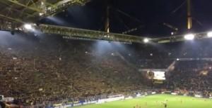 Guarda la versione ingrandita di Borussia Dortmund, muore tifoso e la curva canta...