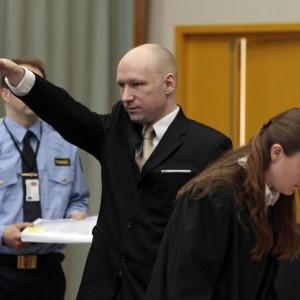 YOUTUBE Anders Breivik fa saluto nazista al processo FOTO