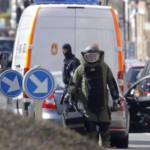Guarda la versione ingrandita di Bruxelles: colpito e preso in fuga. Che c'è nello zaino?
