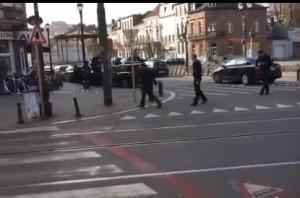YOUTUBE Sparatoria Bruxelles: colpi di kalashnikov in strada