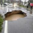 Buche stradali, danni li paga Comune. Guida al risarcimento