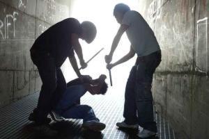 """Roma, bulli picchiano 14enne: """"Muori figlio delle guardie"""""""