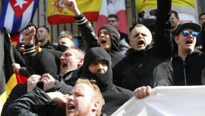 Guarda la versione ingrandita di Bruxelles: scontri neonazisti-polizia nonostante stop marcia