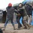 FOTO Migrante accoltellato da un altro migrante a Calais01
