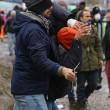 FOTO Migrante accoltellato da un altro migrante a Calais3
