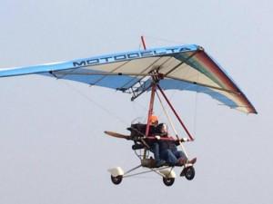 Carlo Caldon muore in schianto deltaplano: video ultimo volo