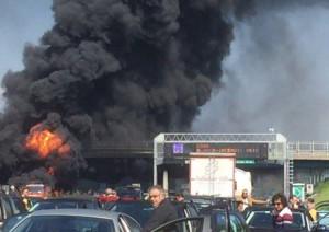 Autostrada A1 chiusa: tir in fiamme tra Caianello e Capua