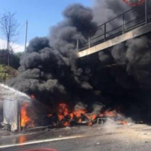 A1: cavalcavia sarà demolito dopo incendio. Orari chiusura
