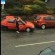 YOUTUBE Parcheggia auto in 7 minuti eppure lo spazio...04