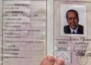 Silvio Berlusconi carta d'identità: 1,70, capelli castani..
