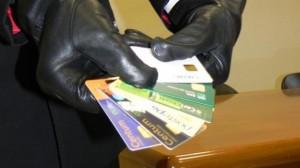 Clonavano carte credito e benzina, sgominata gang moldavi