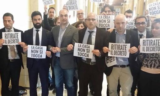 """Mutui, """"casa non si tocca"""": M5S e Gasparri contro Renzi"""