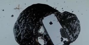 YOUTUBE Cosa succede se versi catrame bollente su iPhone 6S?