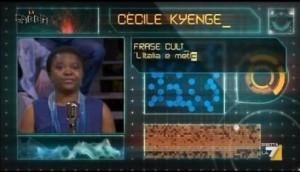 Guarda la versione ingrandita di Cecile Kyenge a La Gabbia, verso scimmia dal pubblico VIDEO