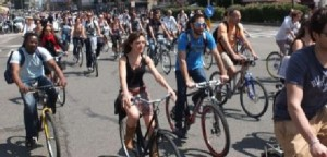 Sindaco contro ciclisti: Multe a chi tiene strade in ostaggio