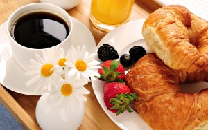 Colazione, 8 sbagli per salute: succhi frutta, ora fissa...