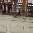 YOUTUBE Perde tram per il lavoro per 60 secondi, ogni giorno