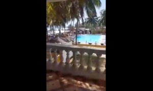 YOUTUBE Costa d'Avorio, assalto a resort: spari in spiaggia