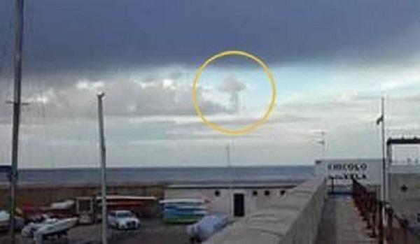 Croce tra le nuvole: effetto ottico spettacolare a Gallipoli