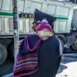 Carabiniere coccola bimba dopo incidente, foto diventa virale 01