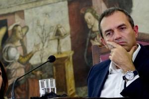 Sondaggi elezioni Napoli: De Magistris avanti a Lettieri-M5s