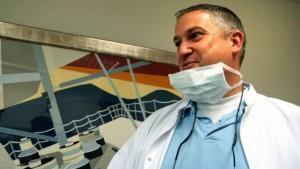 Dentista dell'orrore, strage di denti, bocche squarciate