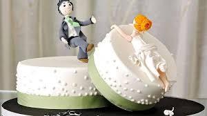 Divorzio, niente assegno alla ex moglie se vive con un altro