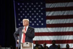Donald Trump: Non escludo uso armi nucleari contro Isis