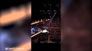 YOUTUBE Adele in concerto insulta terroristi Bruxelles 04