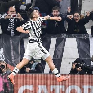 Guarda la versione ingrandita di Serie A: Juve non si distrae. Roma caccia Napoli. In coda... (nella foto Ansa, Paulo Dybala esulta dopo il gol al Sassuolo)