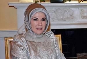 """Turchia, la moglie di Erdogan: """"Harem scuola di vita"""""""