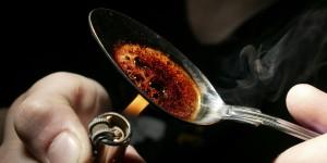 Le 5 droghe che danno più dipendenza: solo 2 sono illegali