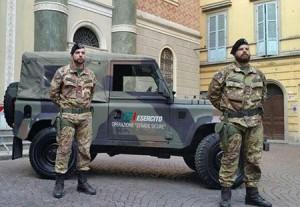 Napoli, extracomunitario rapina passante: preso da esercito