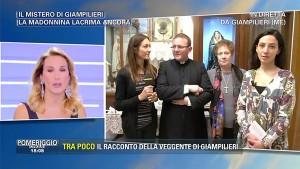 Guarda la versione ingrandita di Barbara D'Urso, sua sorella Fabiana e Madonna di Giampilieri