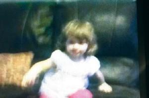 Fantasma sul divano o solo illusione ottica? FOTO