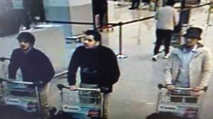 Guarda la versione ingrandita di Attentati Bruxelles, Faysal Cheffou è l'uomo col cappello