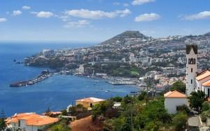 Madeira, di butta nell'oceano per inseguire la nave salpata