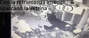 Spoltore, furto a negozio bici. Vetrina spaccata con auto