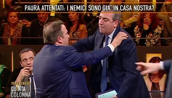 """Gasparri al giornalista rissoso: """"Cretino, disintossicati"""""""