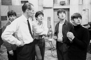 Guarda la versione ingrandita di George Martin: è morto il produttore dei Beatles