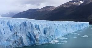 YOUTUBE Ghiacciaio enorme collassa: spettacolo in Argentina