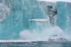 Lo scioglimento di un iceberg al polo nord