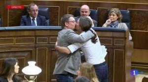 Spagna, Iglesias bacia su labbra leader catalano