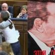 Spagna, Iglesias bacia su labbra leader catalano 2