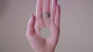YOUTUBE Un buco nella tua mano: guarda l'illusione ottica...