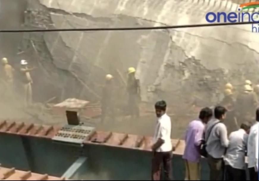 India: almeno 150 persone sotto cavalcavia crollato